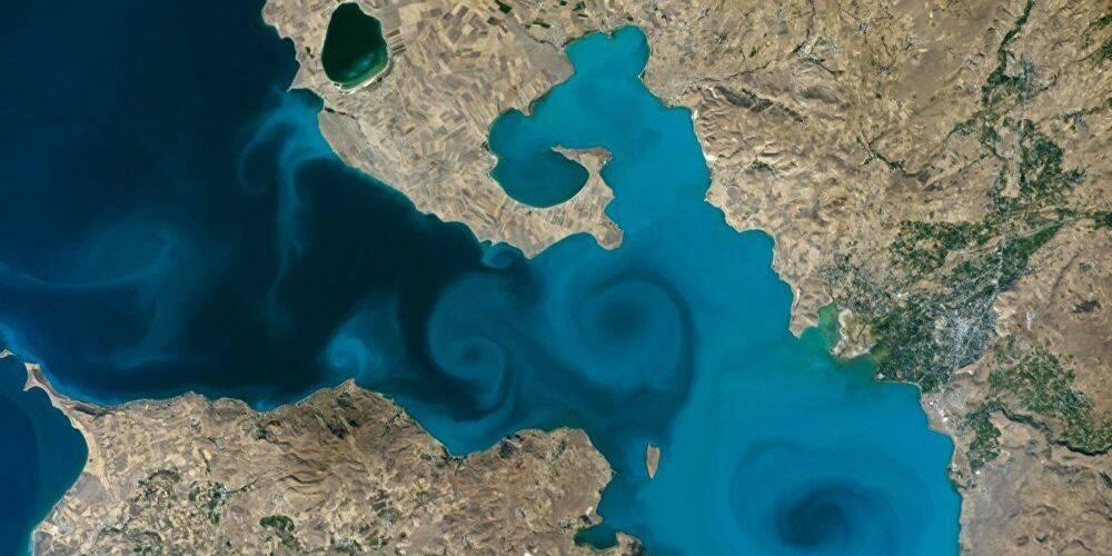 Van Valisi, NASA'nın yarışmasında finale kalan Van Gölü fotoğrafı için oy kullanma çağrısı yaptı