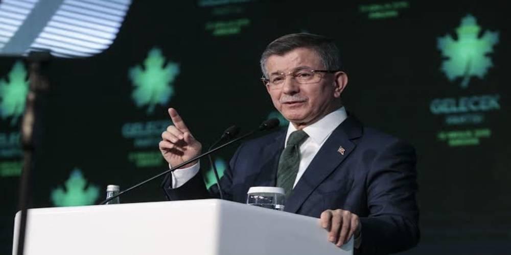 İhanet eden ihanet görür: Ekibinden Davutoğlu'na operasyon