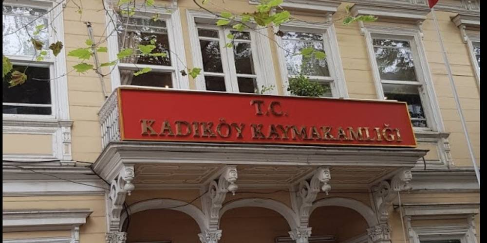 Kadıköy Kaymakamlığı, idarelerinde bulunan tüm açık alanlarda toplantı ve gösteri yürüyüşünün yasaklandığını bildirdi