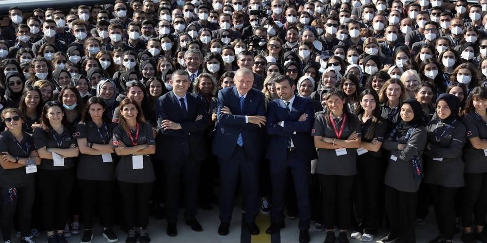 AKINCI TİHA TSK'ya teslim edildi!  Cumhurbaşkanı Erdoğan 'Cumhuriyet tarihinin en büyük başarılarından' dedi