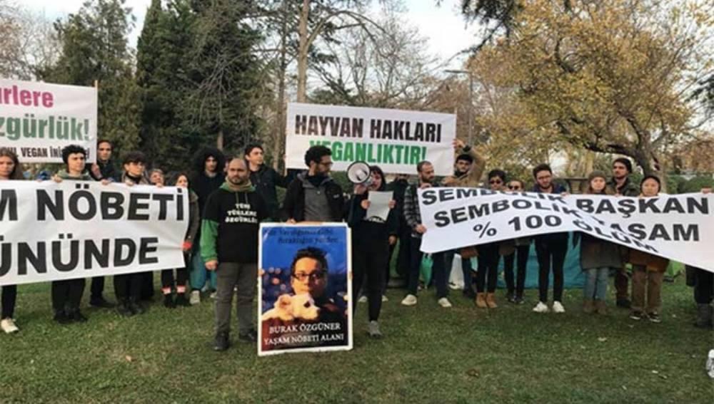 """At ölümlerini protesto eden grubun İBB önündeki eylemi sürüyor: """"İmamoğlu görüşmesinden hak değil rant çıkmıştır"""""""