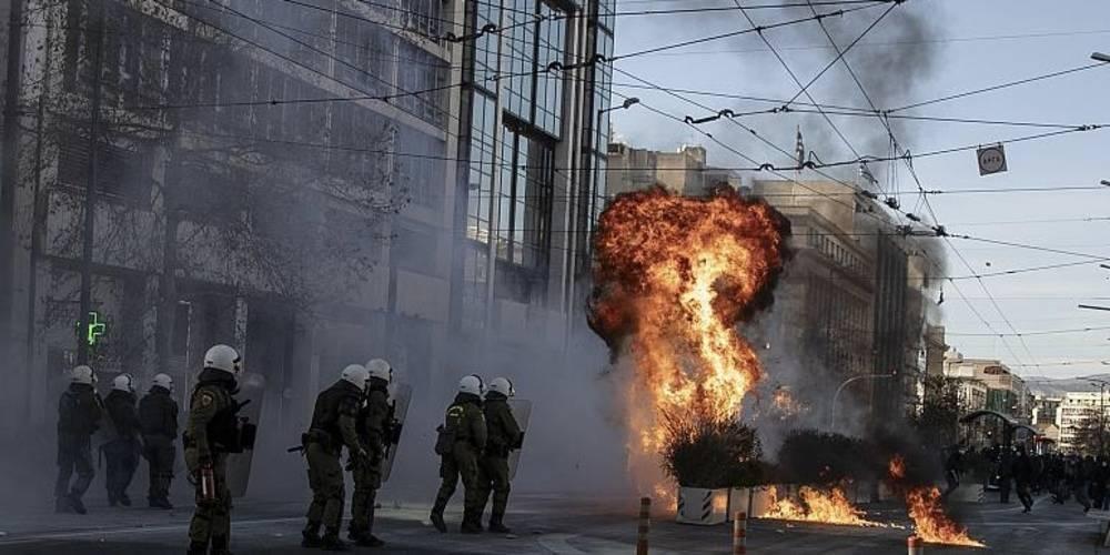Boğaziçi'deki eylemlere destek veren Yunanistan'da öğrenci eylemleri: Polis öğrencilere orantısız güç uyguluyor