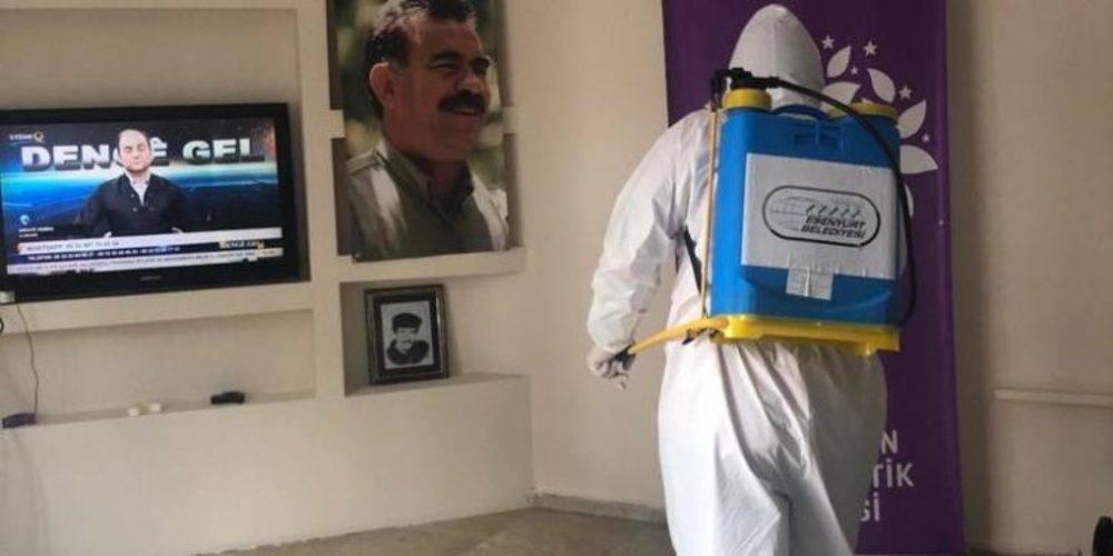 CHP'li Esenyurt Belediyesi, terörist başı Abdullah Öcalan'nın fotoğraflarıyla dolu HDP Esenyurt İlçe Başkanlığı'nı dezenfekte etti!