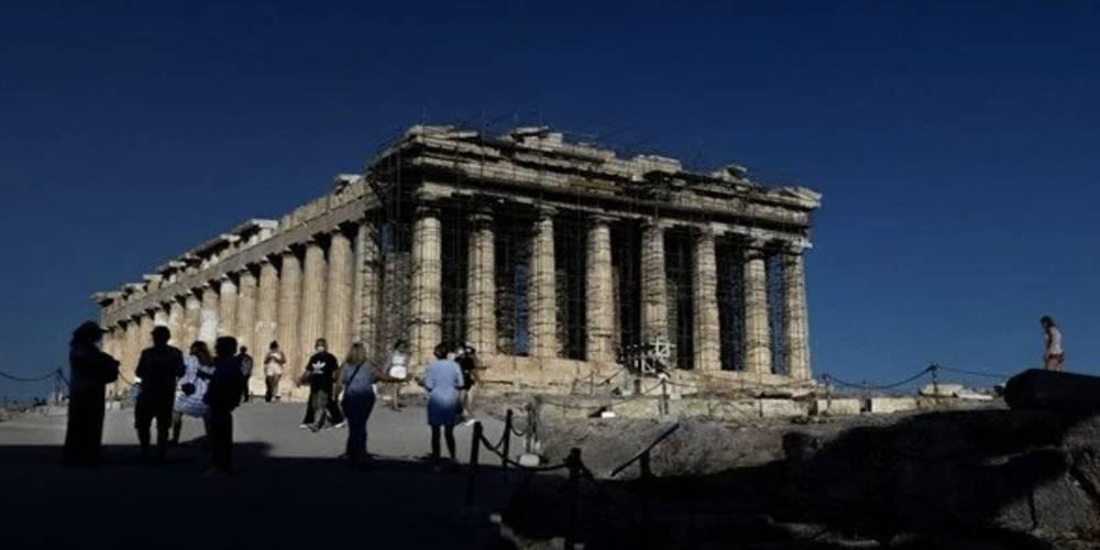 Yunanistan'da Covid-19 vaka sayıları 10 kat arttı: Sert önlemler geliyor