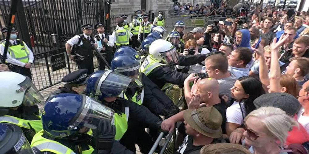 İngiltere'de aşı karşıtlarının protestosuna polisin müdahalesi sert oldu