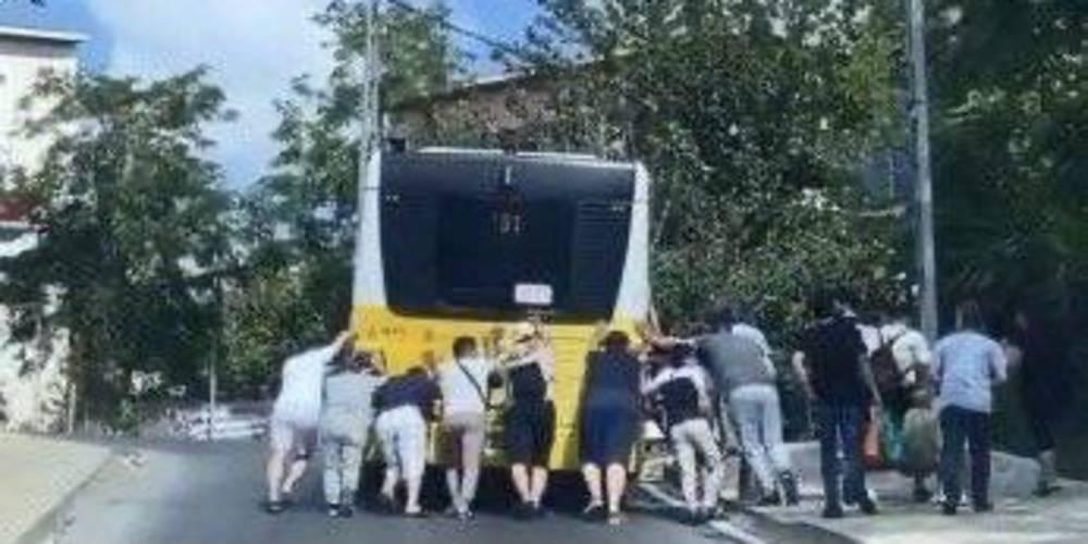İETT otobüsünü yolcular itti