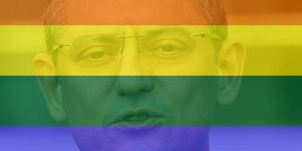 CHP'li Özgür Özel Taksim'deki provokatör LGBT'lilere sahip çıktı