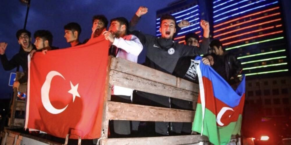 Azerbaycan'da zafer kutlaması... Azerbaycan halkı sokaklara döküldü