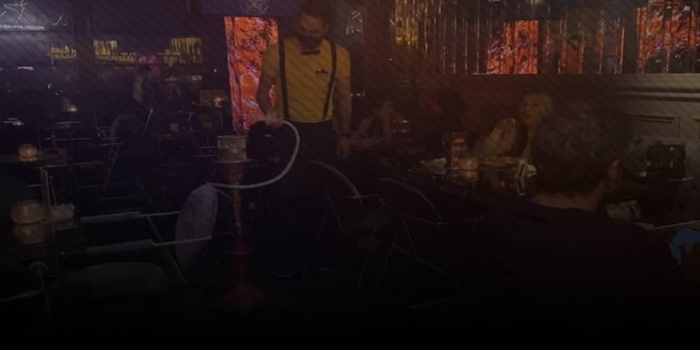 Koronavirüse aldırmıyorlar: Polis otelin terasını bastı