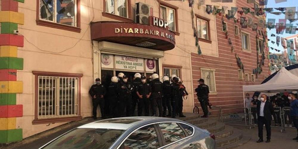 Diyarbakır'da HDP İl Binası ve Yenişehir İlçe Başkanlığı'na operasyon