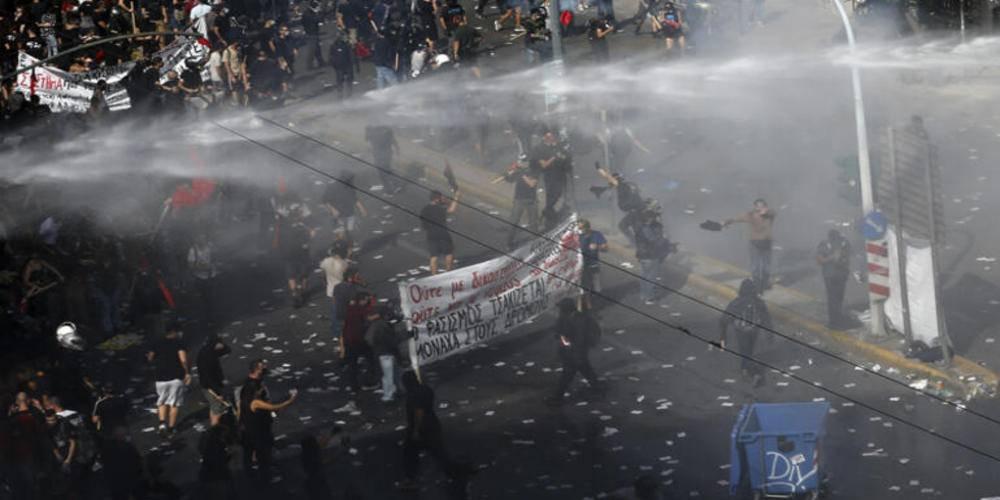 Yunan mahkemesi aşırı sağcı Altın Şafak üyelerine verilen hapis cezalarının derhal infazına hükmetti