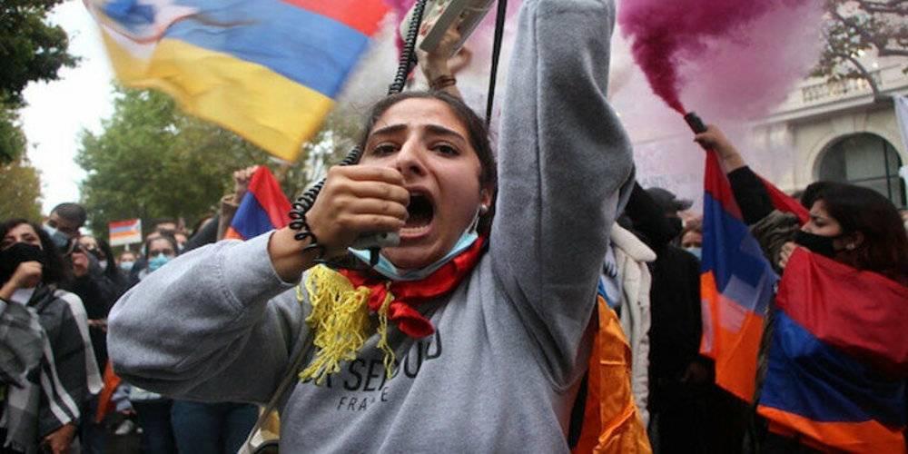 Terör örgütü PKK yandaşları ile sokağa inip Türkiye ve Azerbaycan karşıtı gösteri yaptılar