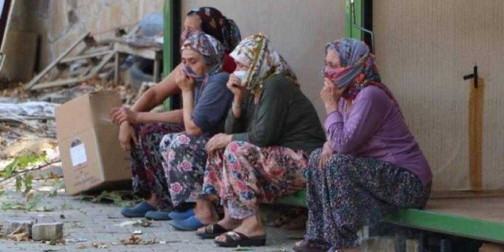 CHP'li Torbalı Belediyesi köylü üreticilerin pazarını vinçle yıktı