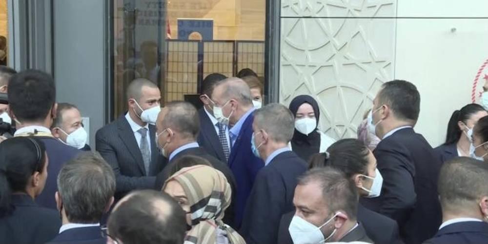 Cumhurbaşkanı Erdoğan, New York'ta… Erdoğan, Yeni Türkevi Binası'nda incelemelerde bulundu